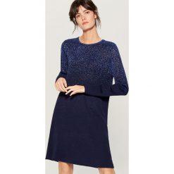 Swetrowa sukienka z metalizowaną nicią - Niebieski. Niebieskie sukienki damskie Mohito. Za 139.99 zł.