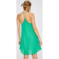 Answear - Sukienka City Jungle. Sukienki damskie ANSWEAR, z poliesteru, casualowe, z okrągłym kołnierzem, na ramiączkach. W wyprzedaży za 59.90 zł.
