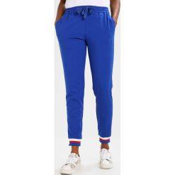 Rue de Femme SIXTEN SPORT PANT Spodnie treningowe cobalt blue/offwhite. Spodnie sportowe damskie Rue de Femme, z dresówki. Za 419.00 zł.