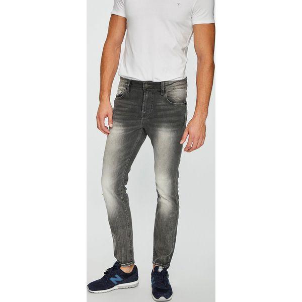 8e94a41a59aa2 Guess Jeans - Jeansy Chris - Jeansy męskie marki Guess Jeans. W wyprzedaży  za 269.90 zł. - Jeansy męskie - Spodnie męskie - Odzież męska - Dla  mężczyzn ...