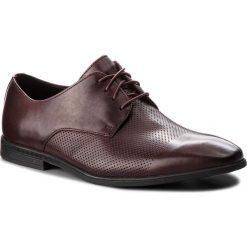 Półbuty CLARKS - Bampton Cap 261354037 Burgundy Leather. Czerwone eleganckie półbuty Clarks, z materiału. W wyprzedaży za 219.00 zł.