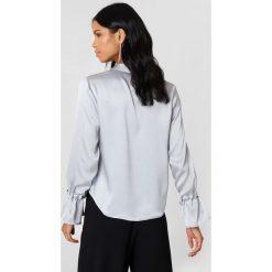 Rut&Circle Plisowana koszula Maci - Silver. Szare koszule damskie Rut&Circle, z poliesteru, z długim rękawem. Za 121.95 zł.