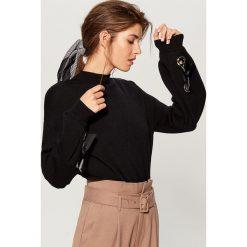 Sweter z bufiastymi rękawami - Czarny. Czarne swetry damskie Mohito. Za 119.99 zł.
