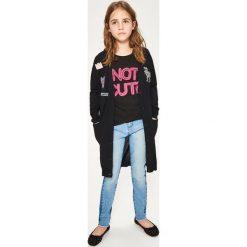 Długi sweter z naszywkami - Czarny. Swetry dla dziewczynek Reserved. W wyprzedaży za 39.99 zł.
