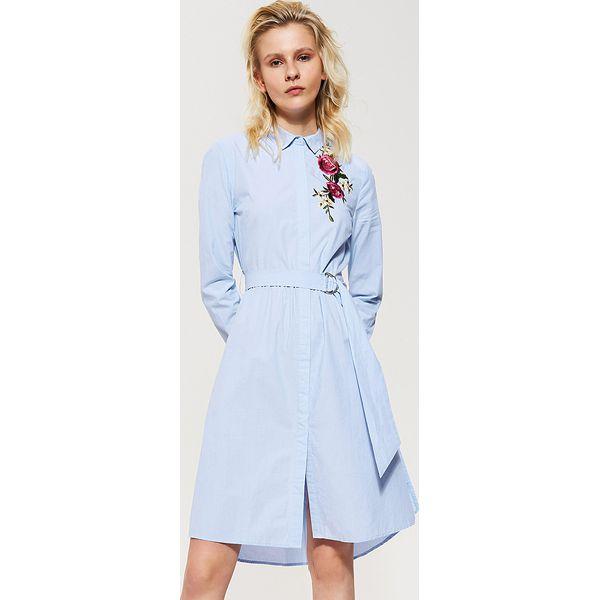 b388288b602ba7 Koszulowa sukienka z kwiatowym haftem - Niebieski - Sukienki damskie ...