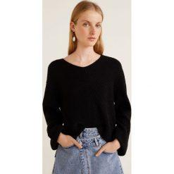 Mango - Sweter Fold. Czarne swetry damskie Mango, z dzianiny, z okrągłym kołnierzem. Za 119.90 zł.