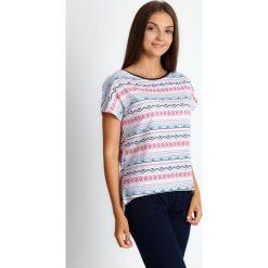 Piżama z azteckim wzorem ze spodniami 3/4 QUIOSQUE. Białe piżamy damskie QUIOSQUE, w jednolite wzory, z bawełny, z krótkim rękawem. Za 99.99 zł.