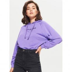 Bluza z nadrukiem - Fioletowy. Fioletowe bluzy damskie Cropp, z nadrukiem. W wyprzedaży za 29.99 zł.