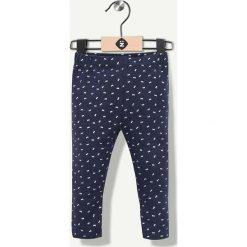 Spodnie w kolorze granatowym. Spodnie materiałowe dla dziewczynek Grain de blé et Lisa Rose. W wyprzedaży za 29.95 zł.
