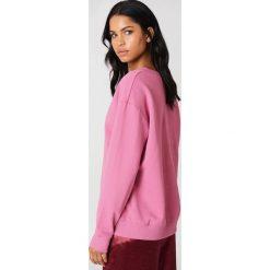 NA-KD Basic Bluza basic z dekoltem V - Pink. Różowe bluzy damskie NA-KD Basic, z bawełny. Za 100.95 zł.