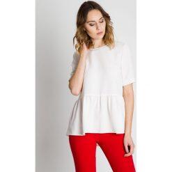 Bluzka w kolorze ecru z falbaną u dołu BIALCON. Szare bluzki damskie BIALCON, biznesowe, z kopertowym dekoltem. W wyprzedaży za 92.00 zł.