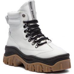 Trapery BRONX - 47174-A BX 1553 White/Black/Gum 2959. Białe śniegowce i trapery damskie Bronx, z materiału. Za 739.00 zł.