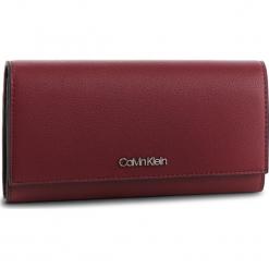 Duży Portfel Damski CALVIN KLEIN - Tack Lrg Trifold K60K604852 242. Czerwone portfele damskie Calvin Klein, ze skóry ekologicznej. Za 279.00 zł.