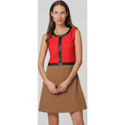 Sukienka w kolorze jasnobrązowo-czerwono-czarnym. Brązowe sukienki damskie TrakaBarraka, z okrągłym kołnierzem. W wyprzedaży za 99.95 zł.