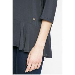 Mustang - Bluzka. Szare bluzki damskie Mustang, z tkaniny, casualowe, z okrągłym kołnierzem. W wyprzedaży za 99.90 zł.