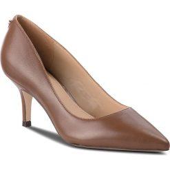 Szpilki GUESS - FLDS24 LEA08 COGNA. Brązowe szpilki damskie Guess, ze skóry ekologicznej. Za 579.00 zł.