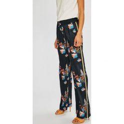 Pepe Jeans - Spodnie Beea. Szare jeansy damskie Pepe Jeans, z jeansu. W wyprzedaży za 299.90 zł.