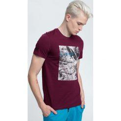 T-shirt męski TSM009 - ciemny fiolet. Czerwone t-shirty męskie 4f, z nadrukiem, z bawełny. W wyprzedaży za 44.99 zł.