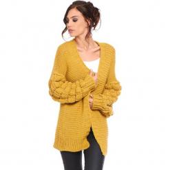 """Kardigan """"Shai"""" w kolorze musztardowym. Żółte kardigany damskie Cosy Winter, ze splotem. W wyprzedaży za 181.95 zł."""