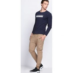 Granatowa Koszulka Make Sound. Niebieskie bluzki z długim rękawem męskie Born2be. Za 29.99 zł.