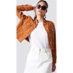 NA-KD Trend Krótka kurtka jeansowa - Brown. Brązowe kurtki damskie NA-KD Trend, z denimu. Za 202.95 zł.