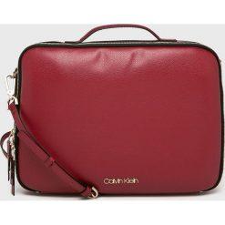 Calvin Klein - Torba na laptopa. Brązowe torby na laptopa damskie Calvin Klein, w paski, z materiału. Za 579.90 zł.