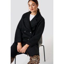 NA-KD Trend Dwurzędowy płaszcz oversize - Black. Czarne płaszcze damskie NA-KD Trend. Za 485.95 zł.