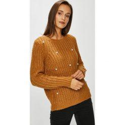 Vero Moda - Sweter. Pomarańczowe swetry damskie Vero Moda, z dzianiny, z okrągłym kołnierzem. Za 169.90 zł.