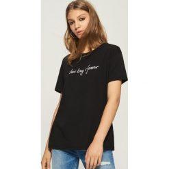 T-shirt z napisem - Czarny. T-shirty damskie marki DOMYOS. W wyprzedaży za 14.99 zł.
