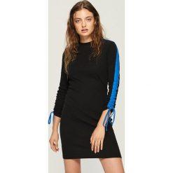 Bawełniana sukienka z lampasami - Czarny. Czarne sukienki damskie Sinsay, z bawełny. W wyprzedaży za 39.99 zł.