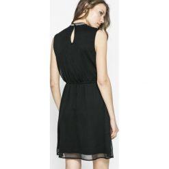 Only - Sukienka. Czarne sukienki damskie Only, z poliesteru, casualowe, z krótkim rękawem. W wyprzedaży za 89.90 zł.
