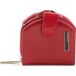 Mały Portfel Damski MONNARI - PUR0750-005 Red. Czerwone portfele damskie Monnari, ze skóry ekologicznej. W wyprzedaży za 139.00 zł.