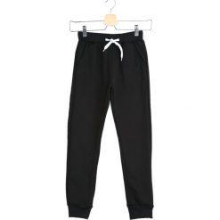 Czarne Spodnie Dresowe In a Whisper. Czarne spodnie sportowe dla chłopców Born2be, z dresówki. Za 39.99 zł.