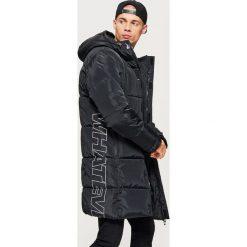 Pikowany płaszcz z kolekcji WHATEVER - Czarny. Czarne płaszcze męskie Cropp. Za 329.99 zł.