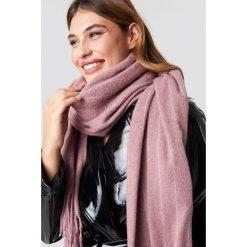 NA-KD Accessories Szalik Woven Pinstripe - Pink. Różowe szaliki i chusty damskie NA-KD Accessories, z materiału. Za 100.95 zł.