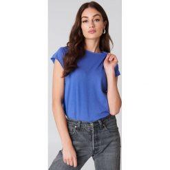 NA-KD Basic T-shirt z surowym wykończeniem - Blue. Niebieskie t-shirty damskie NA-KD Basic, z bawełny, z okrągłym kołnierzem. W wyprzedaży za 31.77 zł.