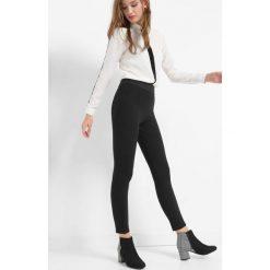 Tregginsy z wysokim stanem. Czarne legginsy damskie Orsay, z elastanu. Za 79.99 zł.