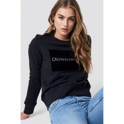 Calvin Klein Sweter Institutional Flock Box Reg - Black. Czarne swetry damskie Calvin Klein, z jeansu, z okrągłym kołnierzem. Za 404.95 zł.