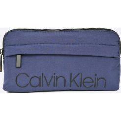 Calvin Klein - Saszetka. Szare saszetki męskie Calvin Klein, z materiału, casualowe. Za 269.90 zł.