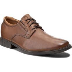 Półbuty CLARKS - Tilden Plain 261300977 Dark Tan Leather. Brązowe eleganckie półbuty Clarks, z materiału. W wyprzedaży za 219.00 zł.