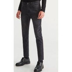 Przecierane jeansy - Czarny. Czarne jeansy męskie Reserved. Za 149.99 zł.