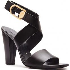 Skórzane sandały w kolorze czarnym. Czarne sandały damskie Stella Luna, w paski, ze skóry. W wyprzedaży za 591.95 zł.