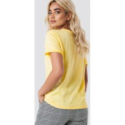 NA-KD Basic T-shirt basic - Yellow. Żółte t-shirty damskie NA-KD Basic, z bawełny, z okrągłym kołnierzem. Za 52.95 zł.