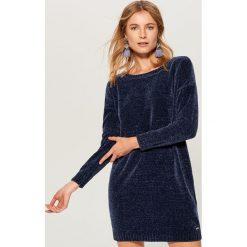 Szenilowa sukienka - Niebieski. Niebieskie sukienki damskie Mohito. Za 119.99 zł.