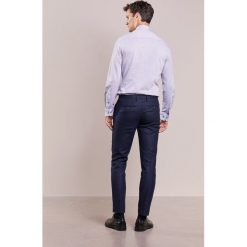 Hackett London Spodnie garniturowe navy. Eleganckie spodnie męskie marki House. W wyprzedaży za 703.20 zł.