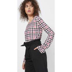 Koszulka w pepitkę. Brązowe bluzki damskie Orsay, z dzianiny, z okrągłym kołnierzem, z długim rękawem. Za 69.99 zł.