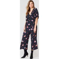 Just Female Spodnie Olivia - Multicolor. Szare spodnie materiałowe damskie JUST FEMALE. W wyprzedaży za 222.98 zł.