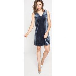 Vero Moda - Sukienka. Szare sukienki damskie Vero Moda, z dzianiny, casualowe. W wyprzedaży za 49.90 zł.