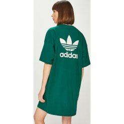 Adidas Originals - Sukienka. Szare sukienki damskie adidas Originals, z nadrukiem, z bawełny, casualowe, z okrągłym kołnierzem. Za 169.90 zł.
