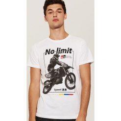 T-shirt z motocyklem - Biały. T-shirty męskie marki Giacomo Conti. W wyprzedaży za 19.99 zł.